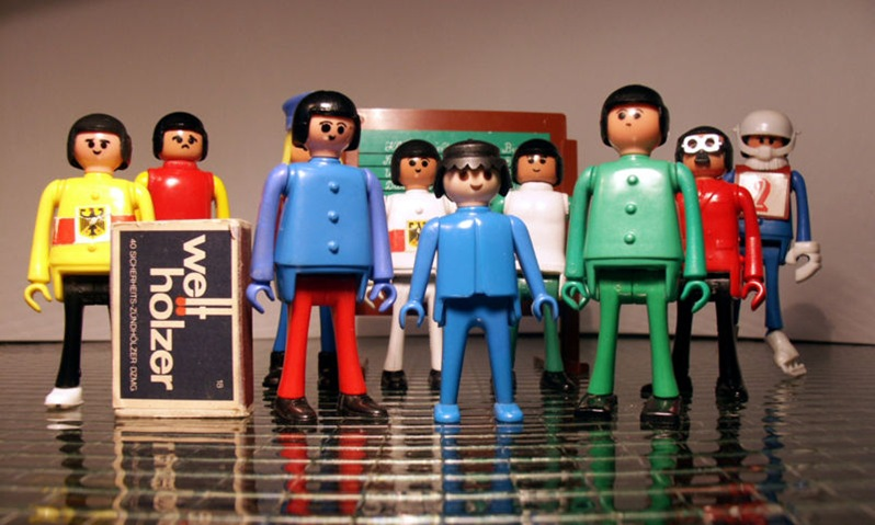 800px-Play_Big_Playmobil